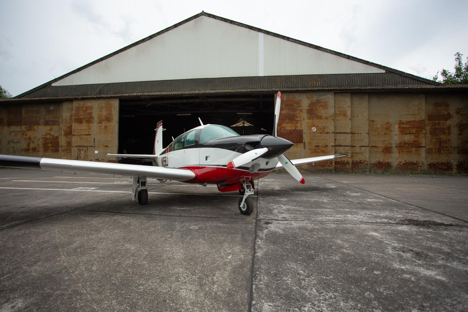 Gorgeous 1982 Mooney M20J 201 with radar and fresh paint